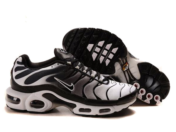 Soldes > requin chaussure nike > en stock